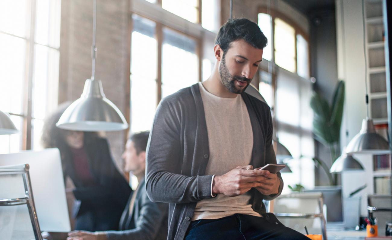 Man reading ecommerce marketing email